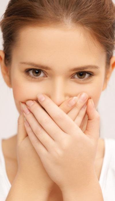 Alitosi: cause, rimedi e prevenzione